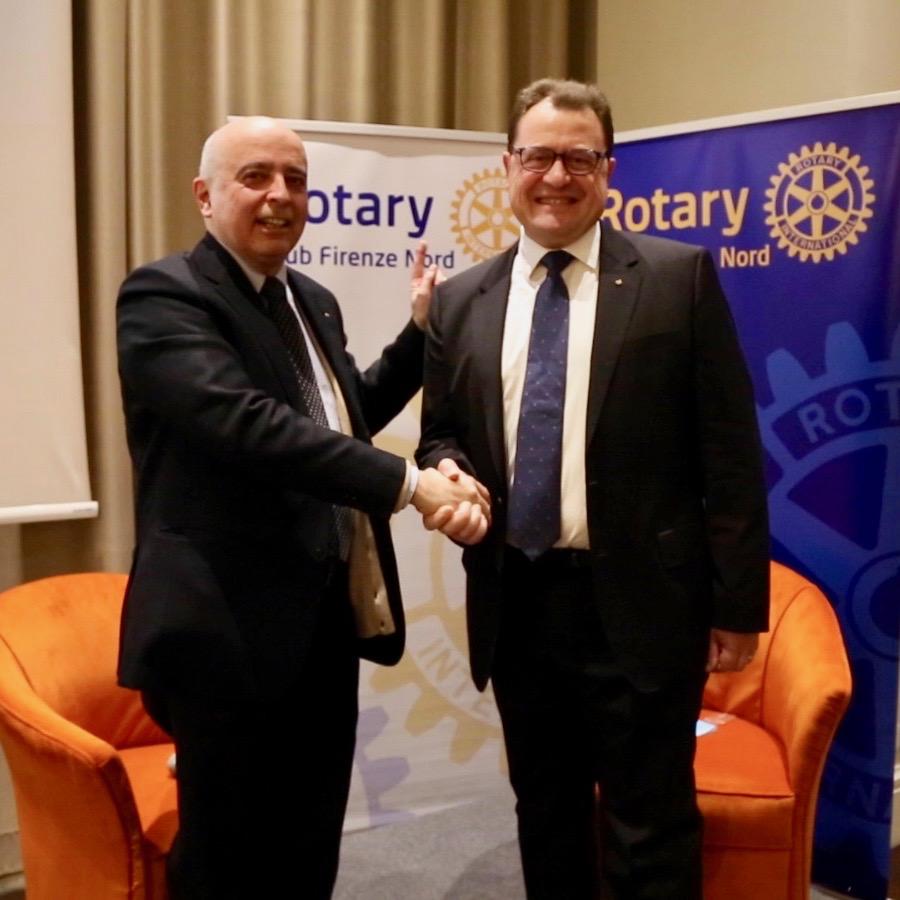 Il generale Pietro Tornabene (a destra) nuovo socio onorario del Rotary Firenze Nord