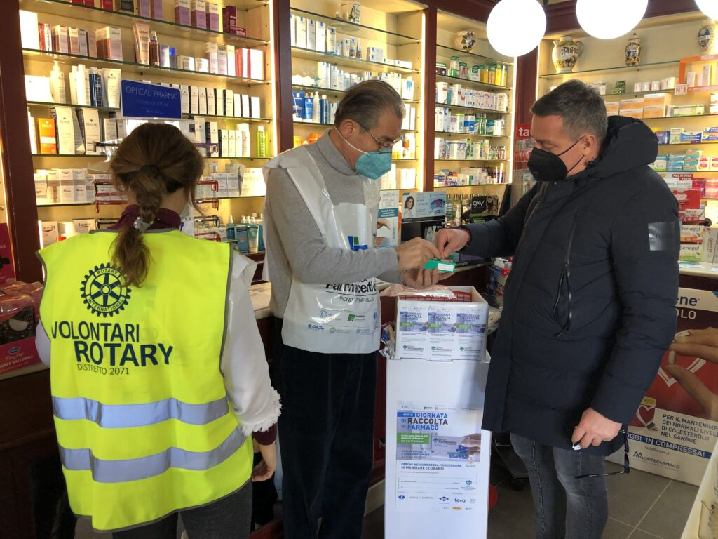 Rotariani del Club Firenze Nord al Banco Farmaceutico 2021